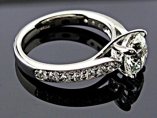 """Einblicke von Online Diamanten Shops und Internet Juwelieren - Brian Gavin """"Peggy"""" Diamantring in Weißgold"""
