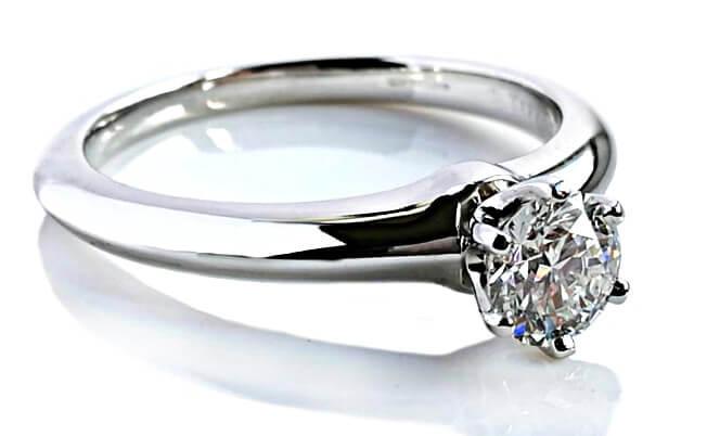 Tiffany Setting mit Tiffany-Diamant von 0,51 Karat, der Farbe I und der Reinheit VS2