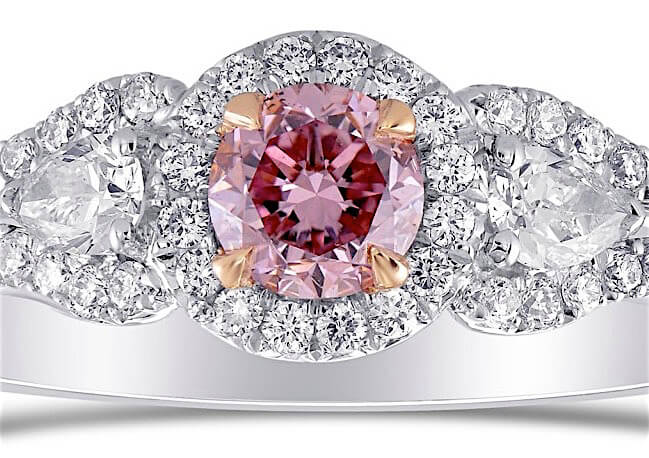Argyle 0.64ct 3-SteinFancy Intense Purplish Pink - Center-Diamant mit Brillantschliff, 0,31ct mit Zoom