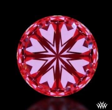 8 symmetrische Herzen, die zum Mittelpunkt des 1 Karat Diamanten zeigen