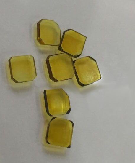 Diamantsamen mit einer Größe von je 2 mm x 4 mm vor dem Herstellungsverfahren zu synthetischen Diamanten